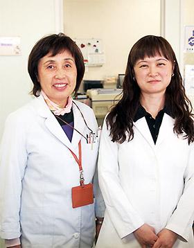 麻醉师睡眠薬女犯人-高田さん(右)と2人で   高田さんは5年前、苦い経験を踏まえ近隣で图片