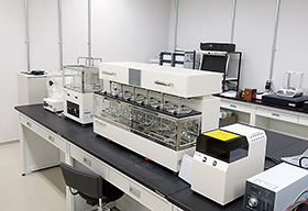 製剤ラボでの研究を通じ、データを提供する
