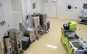 金属の筒にはめたプラスチックバッグの中で細胞を培養する