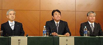 中央が杉本会長、左が上原副会長