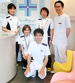 薬剤師スタッフと福井氏(後列右)