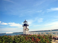 ナンタケットタウンの入り江に立つ、Brant Point灯台。割に小さな灯台ですが、頻繁に出入りする船達をしっかり見届けています。