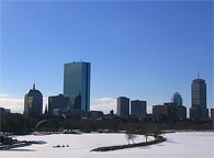 全面氷結したチャールズリバー。見た目にはとても綺麗ですが、住んでいる者としてはやはり冬は厳しく辛い季節です。