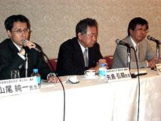 右から島根大教授の木下氏、奈良医大の矢島助教授、同大の山尾講師