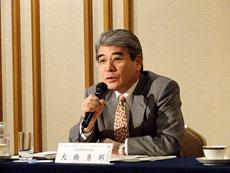 会見するノバルティスホールディングジャパン大橋勇郎社長