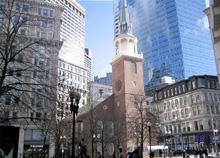 オールドサウスミーティングハウスは1729年に集会場として建築され、現在も利用されています。独立戦争への伏線となったボストン茶会事件の当日は、5000人以上が集まり決起集会をしたそうです。