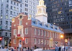 Old State House(旧州会議事堂)は、1713年に建てられ当初は通商取引所でしたが、独立戦争後にマサチューセッツ州会議事堂として20年程使用されました。