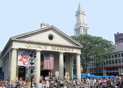Fenual Market Placeは1826年に建てられた建物を利用し、現在はレストランや多数のお店がひしめき、週末には大道芸人も多数パフォーマンスして、ボストンで最もにぎわう場所です。