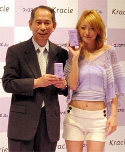 大西社長(左)と新イメージキャラクターの木下優樹菜