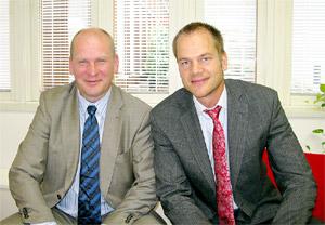 カポネン日本支社代表(左)とブロムベルグソン副社長