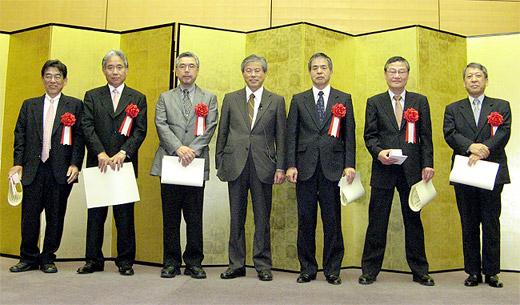 堀内会長を囲む日本病院薬剤師会賞と病院薬学受賞者
