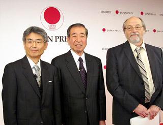 第27回日本国際賞の受賞者(左から平野氏、岸本氏、デニス・リッチー氏)