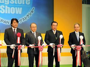 関係者による開会のテープカット(左から2人目が関口会長)