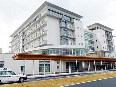竣工した福島県立医大会津医療センター