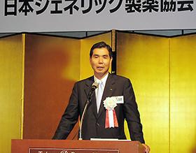 総会後の懇親会で語る吉田新会長