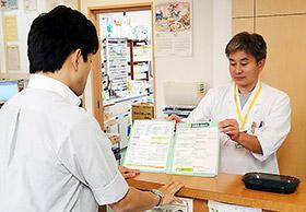 薬局店頭で、確認票を用いた説明を行うことで、副作用回避へ