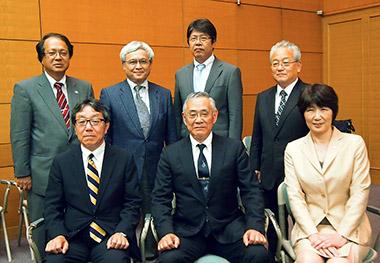北田会長(前列中央)と新執行部