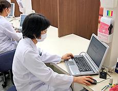入力された処方箋データと薬歴などから問題点等を抽出