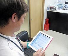 タブレット型端末を導入。報告書作成にかかる時間短縮や他の医療職種との情報共有などを実現