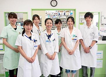前列左から2人目が田中さん