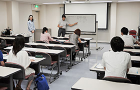 7月末に大阪市内で開かれた説明会。研究への参加を薬局薬剤師に呼びかけた