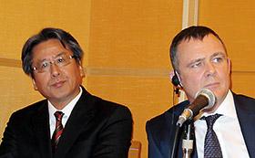 左から加藤氏、フリン氏