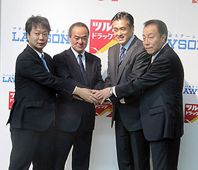 中央左が堀川氏、右が玉塚氏