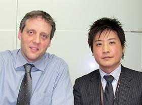 左からゴーデ氏、吉井氏