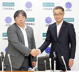 澤理事長(左)と三井住友海上火災の伊東取締役