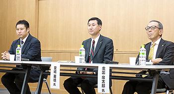 基調講演の生出氏(右)も加わってのパネルディスカッション