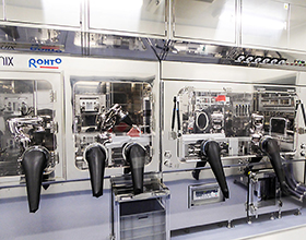 ロートリサーチビレッジ京都内に設置された自動細胞培養装置