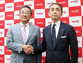 左からMeiji Seika ファルマの小林大吉郎社長とMeファルマの社長に就任した吉田優氏