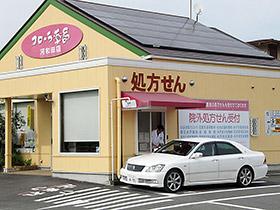 フローラ薬局河和田店には、車に乗ったまま服薬指導を受けられるドライブスルー窓口も設けられている