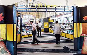 会場入口付近では恒例の企画提案コーナーを設置