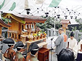 祈願詞を奏上する薬祖神奉賛会の藤井会長