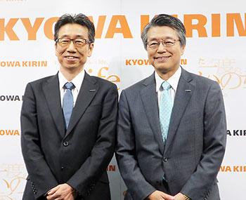 左から宮本新社長COO、花井新会長CEO