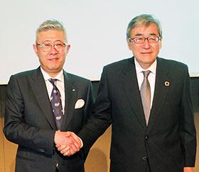 日医工の田村社長(左)とエーザイの内藤CEO