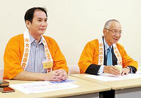 会見する松井秀正副社長(左)と松井秀夫会長兼社長