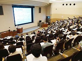 東京薬科大学の卒後教育講座は、ニーズを捉えたテーマや講師の選定が好評だ
