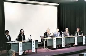 カナダ、ドイツ、日本など各国の大学研究者らが意見を交わした