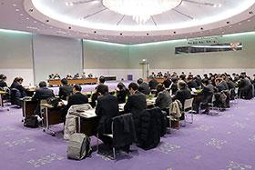 近畿2府4県の病院薬剤師会幹部が集まり、諸問題を討議した
