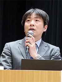 安川孝志薬事企画官