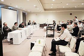 2月から始まった新たな実務実習の課題や改善すべき点を討議した