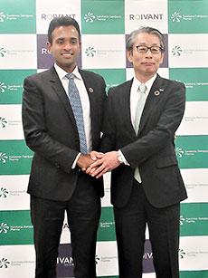 ラマスワミーCEO(左)と野村社長