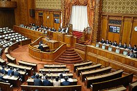 参院本会議で与党などの賛成多数により可決、成立した