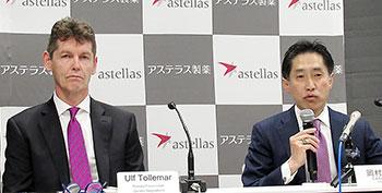 買収の狙いを説明する岡村直樹副社長(右)