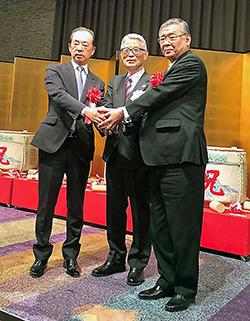 左からNPhA南野利久会長、池野隆光会長、日薬山本信夫会長