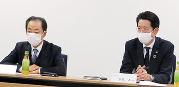 南野利久会長(左)と首藤正一副会長