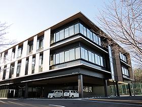 新設された3階建ての実験実習棟