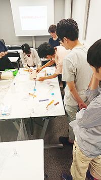 昨年のグループ研修『褥瘡』の実習風景